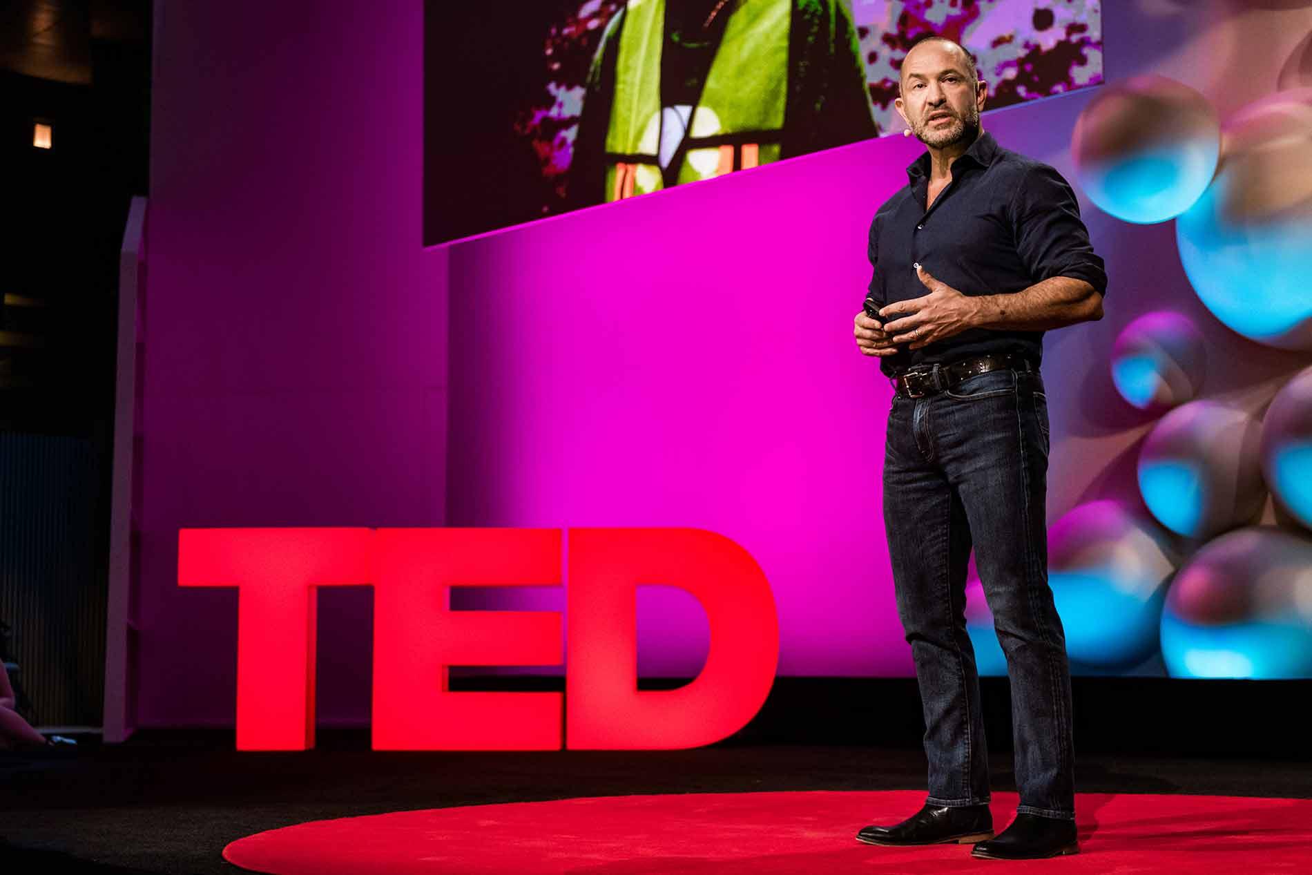 Ideas que importan: ¿Qué son las charlas TED y por qué están cambiando actitudes, ideas y el mundo?