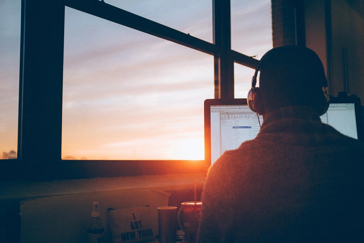 ¿Cómo mantenerse enfocado mientras estudias tu curso virtual?