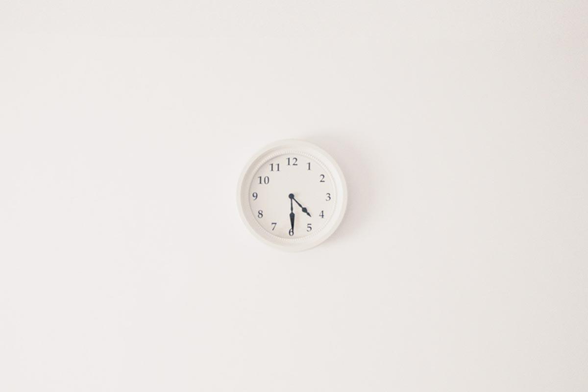 La importancia de la gestión de tiempo mientras estudias tu curso virtual y cómo mejorarla